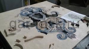 сборка герба из вырезанных элементов мрамора